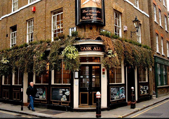 Engelksa i England -pub i London